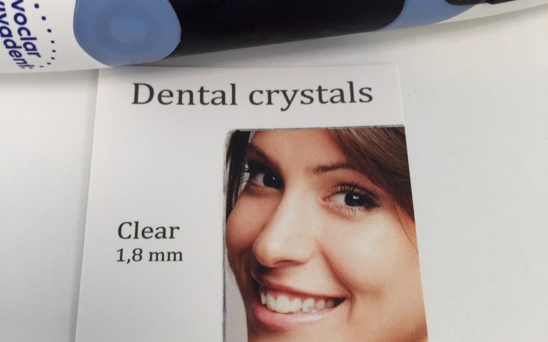 Piercing o joya dental